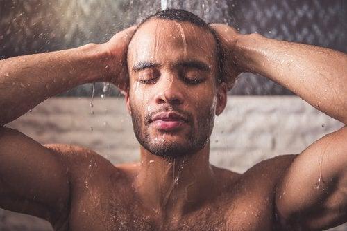 boyun ağrılarınızı azaltmak için duş almak