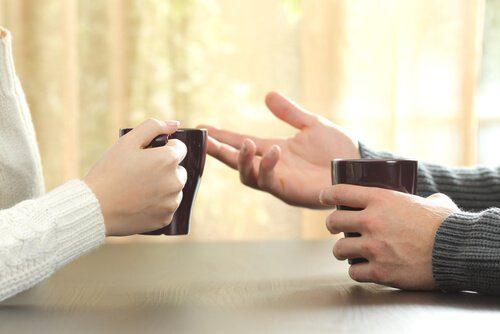 ellerin sohbet ederken önemi