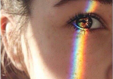 gözleri renkli kız