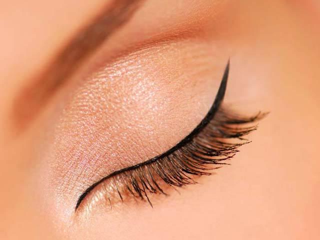 İnce çizgi Eyeliner tekniği