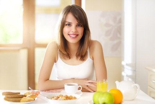 kahvaltıda mutlu biri