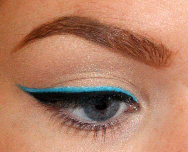 Mavi renkte Eyeliner