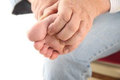 ayak mantarı semptomları