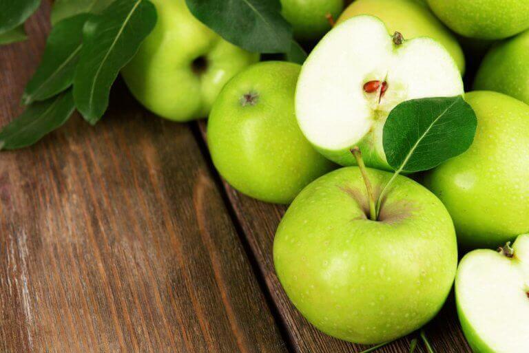 Yeşil elma salatası