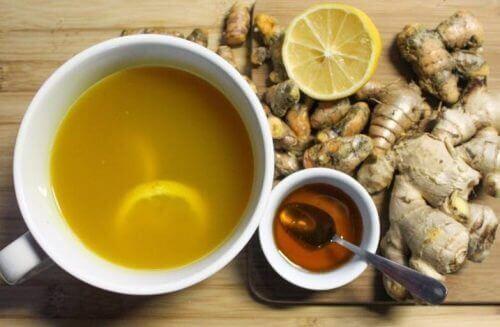 soğuk algınlığına karşı bal ve zencefille yapılan sıcacık çay