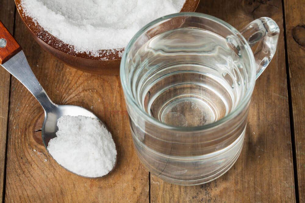 bicarbonate de soude et eau