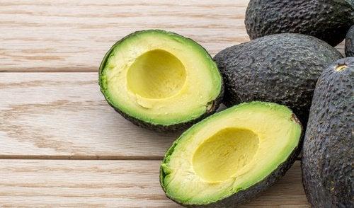 avokado yiyerek karaciğerinize özen gösterin