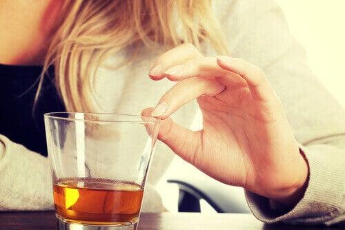 yağlı karaciğer hastalığının belirtileri ve alkol