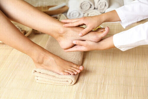 kan dolaşımını iyileştirmek için ayak masajı