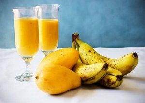 muz mango ve bardaklar