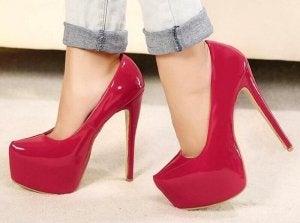 topuklu kırmızı ayakkabı