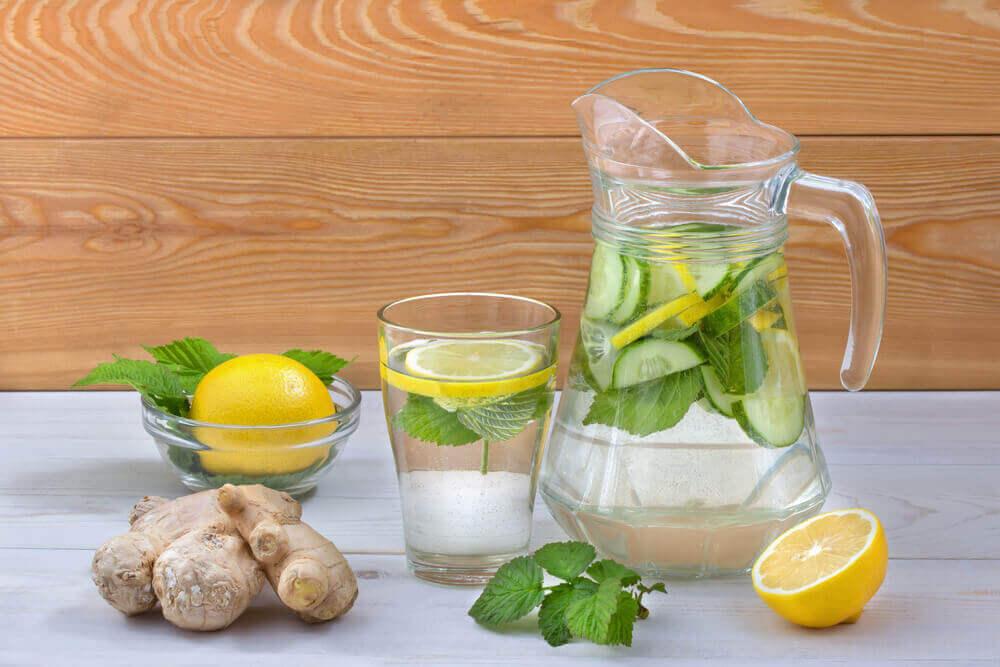 limonlu detoks suyu