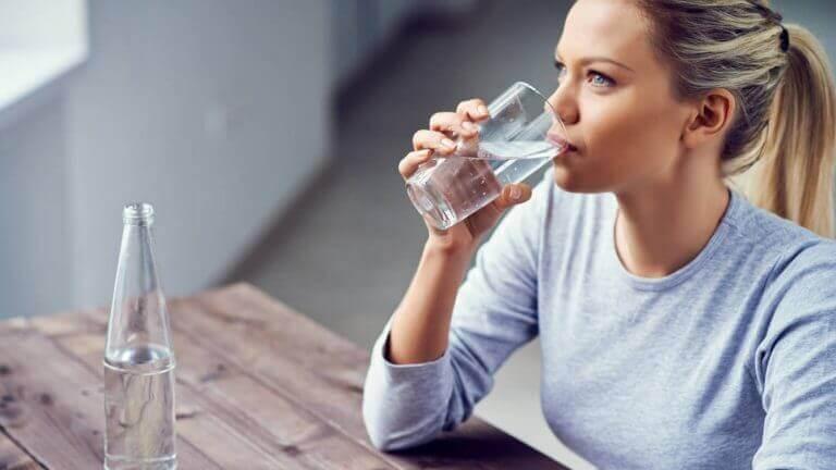 zayıf kan dolaşımını önlemek için bol su için