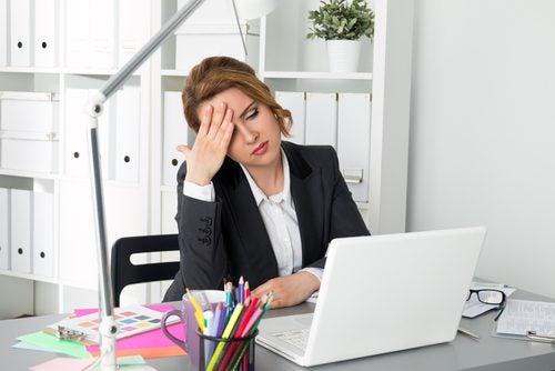 yorgun iş kadını