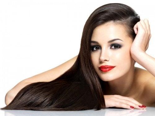 Saçınızı Her Gün Yıkamak Zorunda Kalmamak İçin 9 Püf Nokta