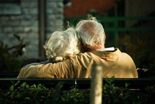 MIND Diyeti: Alzheimer Riskini Azaltmak İçin Beslenmek