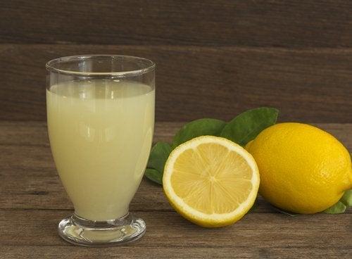 karaciğerinize detoks yaptırmak için limon
