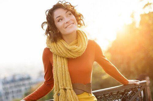 mutlu görünen kadın