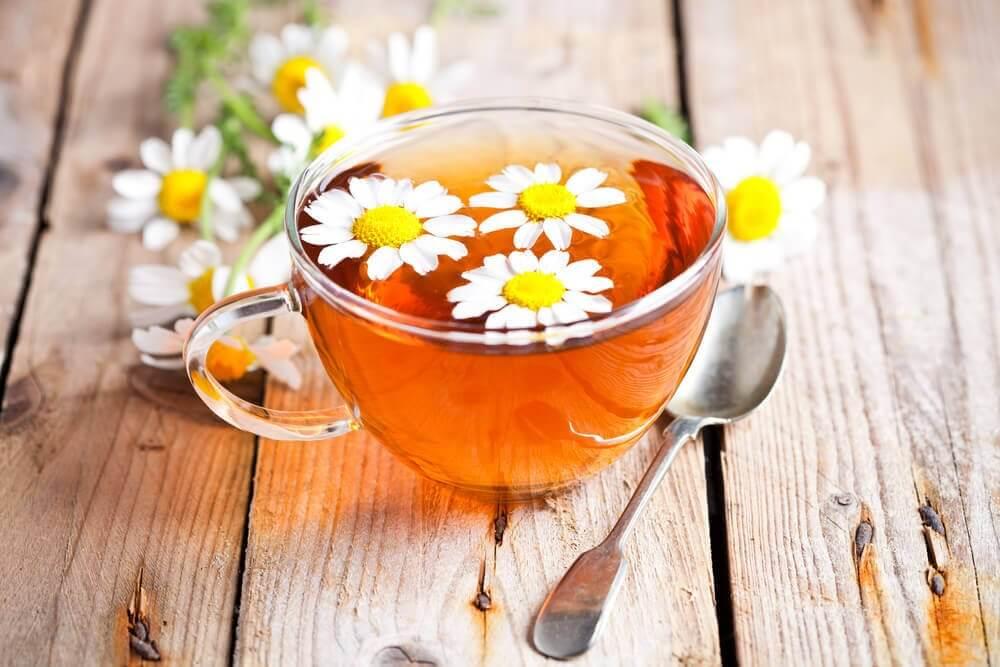bir fincan papatya çayı