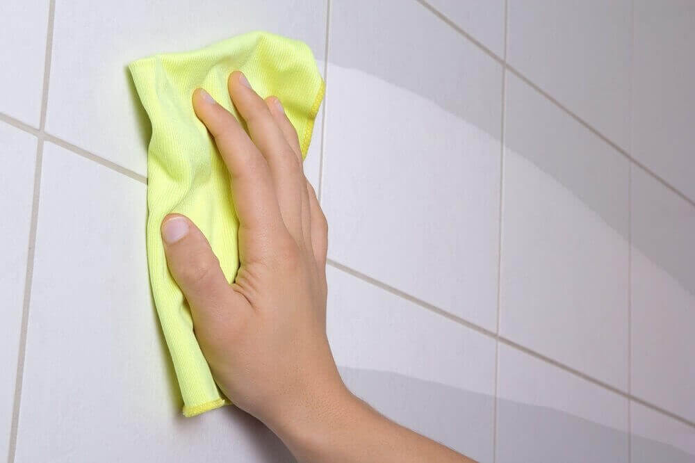 banyo fayanslarını silmek