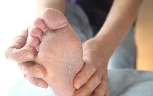 pürüzlü ayak