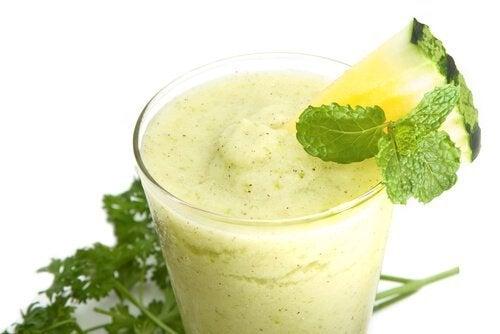 ananaslı ıspanaklı smoothie