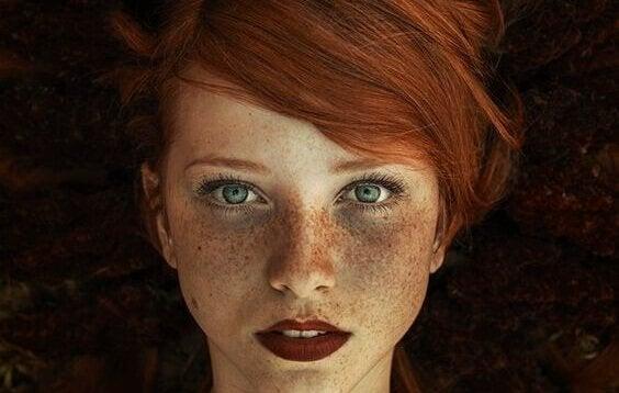 kızıl saçlı kadın