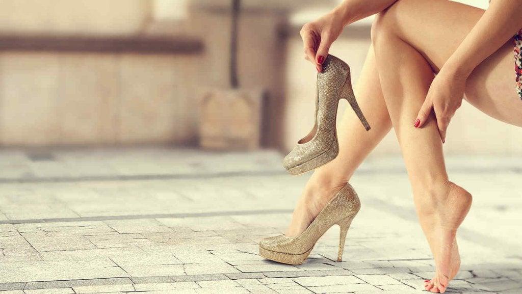 Topuklu Ayakkabılarınızı Tüm Gece Boyunca Giyebilmek için 8 İpucu