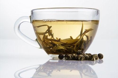 beyaz çay ve bitkisi