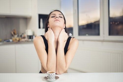boynunuzdaki kırışıklıklardan kurtulmak için boyun egzersizleri