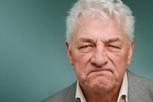 huysuz yaşlı adam