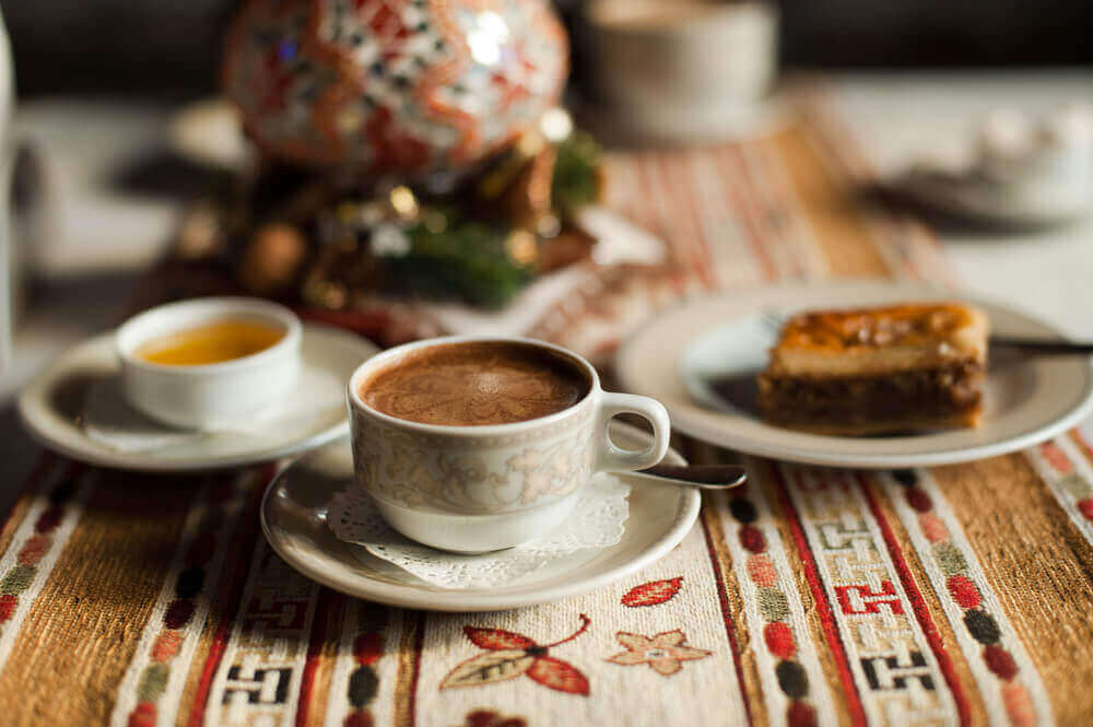 yatmadan önce türk kahvesi ve tatlı