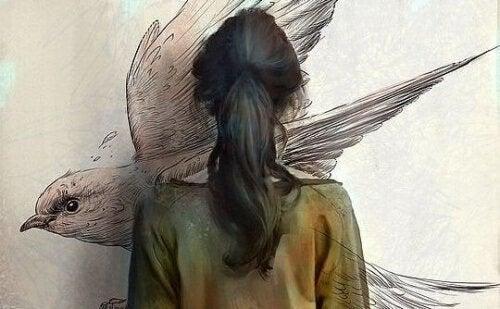 kuş resmi çizen kadın