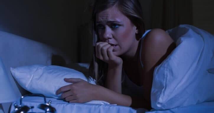 panik atak geçiren kadın