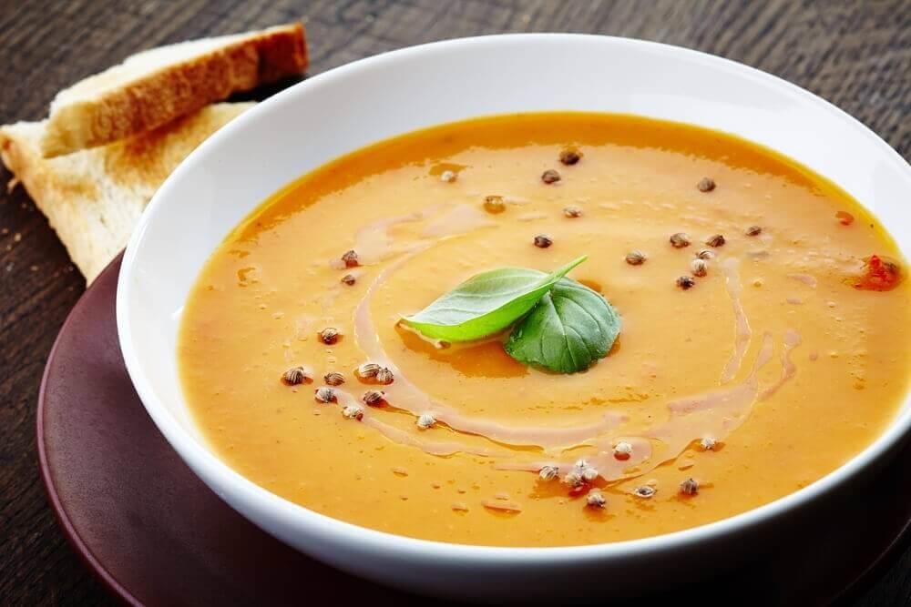 Sebze ve bezelye kreması çorbası