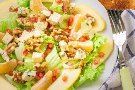 ceviz, nar ve peynirli salata