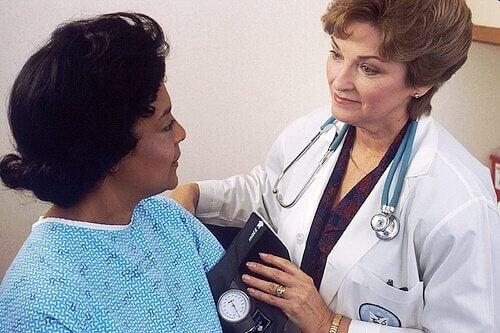 hastaya teşhis koyan doktor