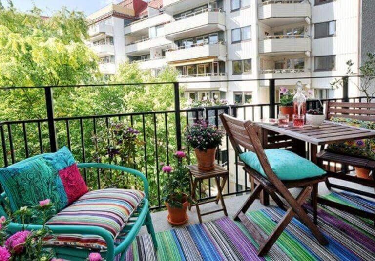 renkli ve neşeli balkon