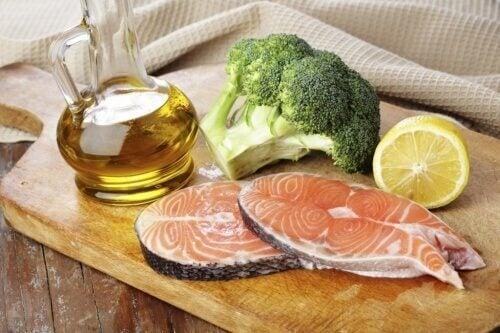 balık,brokoli ve sağlıklı yağ