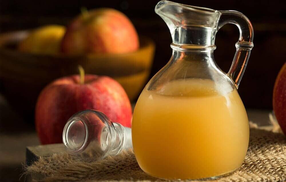 bir sürahi elma sirkesi