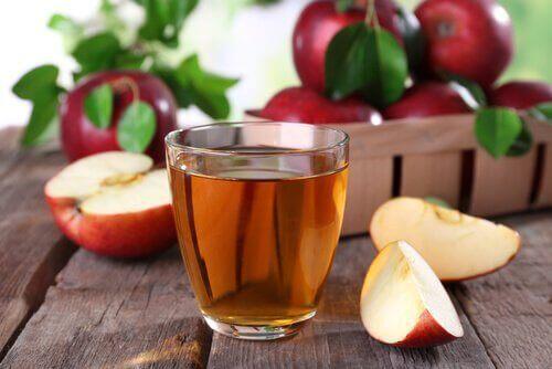 ayak kokusunu geçirmek için elma sirkesi