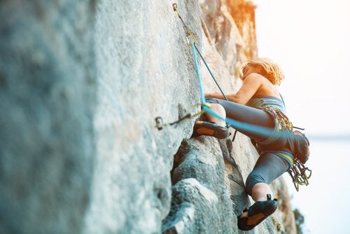 tırmanan kadın