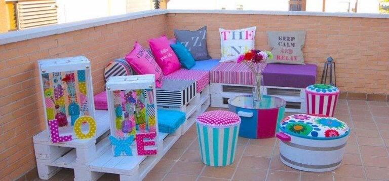 eğlenceli yastıklı balkon