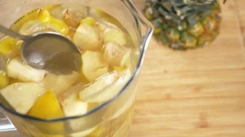 Bu Ananaslı ve Zencefilli Smoothie ile Kilo Verin