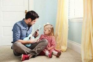 kızına müzik öğreten baba