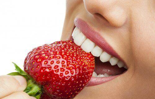 çilek yemek dişlere faydalıdır
