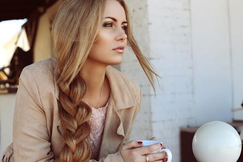 saçları örgülü kadın