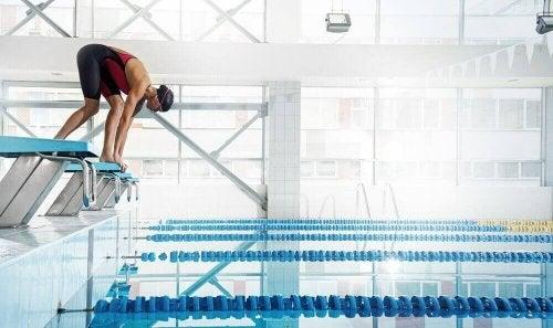 yüzmek için atlamak