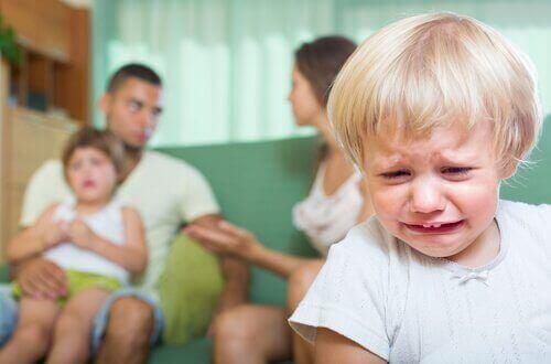 Çocuğunuzun Önünde Kavga Etmenin Sonuçları