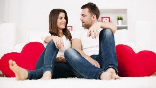 ilişki ve kalpli yastıklar